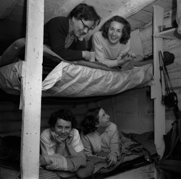 Helen Salkeld, Audrey James, Anna Brown and another woman on bunk beds. 1954. Credit: Rosemary Gilliat. Source: Library and Archives Canada