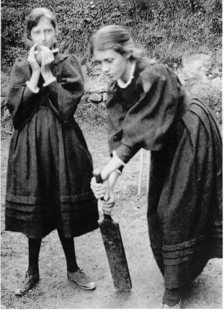 1-sisters-virginia-woolf-and-vanessa-bell-stephens