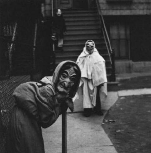 scary-vintage-halloween-costumes-001